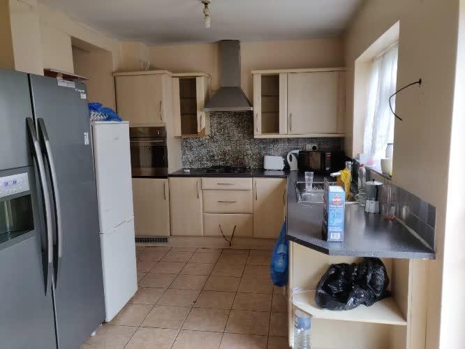158626151601inchiriez-3-camere-in-aceeasi-casa-in-gants-hill.jpg